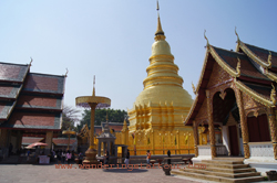 Visit Wat Phra that Hariphunchai in Lamphun