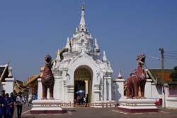 Visit Wat Phrathat Hariphunchai Temple