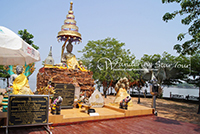 Tilok Aram Temple is located in the island centered of Kwan Phayao which stands by Luang Por Sila. This temple had been underneath over 500 years and refers to the evidence from a stone inscription