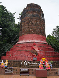 The Ku Chang-Ku Mah Chedi – It is special in terms of being the grave of Queen Chamthewi's war elephant and her son's warhorses.