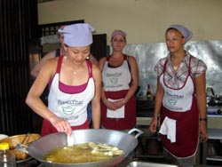 Baan Thai offers its customers the opportunity to learn how to cook real Thai food in a traditional Thai setting